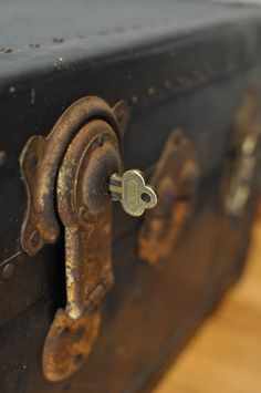 Reserved**karen~rare Antique Steamer Trunk With Key Atkinson & Long Mfg. Co New…