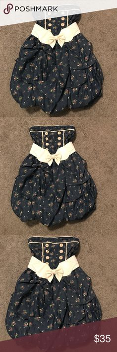 Papaya Clothing Dress NWT cute dress from Papaya in size Small. Denim and has a floral prints a must have for spring and summer. Papaya Dresses Strapless
