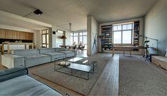 Du kan sagtens få et New Yorker-loft på anden sal på Nørrebro. Riv væggene ned, giv loftet en grov finish og indret dig lyst med tidløst design og blærede detaljer - præcis som i denne lejlighed. Loft Design, House Design, Design Design, New Yorker Loft, Zeitgenössisches Apartment, Decoration Chic, Contemporary Apartment, Contemporary Style, Minimalist Apartment