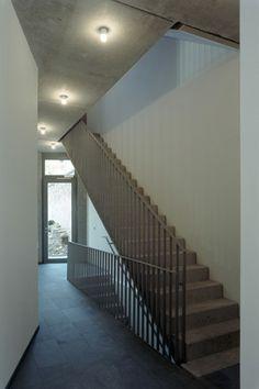 roedig.schop architekten berlin: neubau: Baugruppe G19 Trainspotting - Wohnhaus Greifenhagener Str. Stair Railing, Stairs, Iron Railings, Light Building, Interior Architecture, Wood, House, Detail, Home Decor