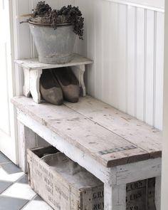 Stoer halbankje van oud hout en steigerhout.