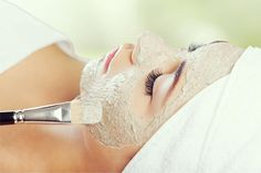 Descubre cómo hacer una mascarilla natural para conseguir una piel de porcelana