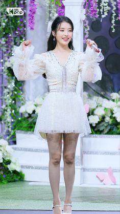 Artist Fashion, Iu Fashion, Womens Fashion, Iu Hair, Kpop Outfits, Korean Beauty, Case Study, Kpop Girls, Black Hair