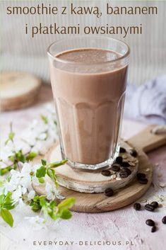 Smoothie kawowe z bananem i płatkami owsianymi - kawa i śniadanie 2w1. Jeśli nie macie czasu na śniadanie przed pracą, to jest to coś dla Was! Tym smoothie można się też najeść – płatki owsiane i banan bardzo sycą. #smoothie #smoothiekawowe #smoothiezkawą #szybkieśniadanie #kawa