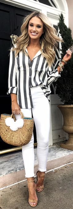 #spring #outfits woman wearing gray and white pinstripe dress shirt with white jeans. Pic by @champagneandchanel