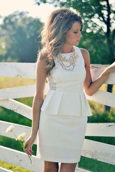 6acd7d83100 Cómo elegir vestido blanco para boda civil - El Cómo de las Cosas Sexy  White Dress. Sexy White DressWhite PeplumGrad ...