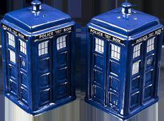 New, DR WHO SALT AND PEPPER SHAKER TARDIS,