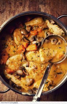 Pierś z kurczaka ala gulasz (4 porcje) 1 podwójna pier… na Stylowi.pl