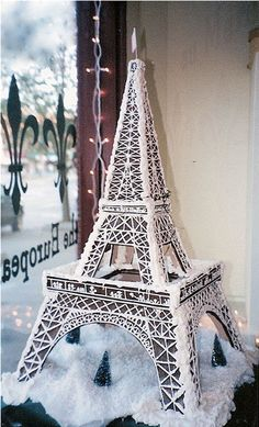 Gingergread Eiffel Tower - see 15 different buildings made with gingerbread, my fav is Empire State Bldg complete with King Kong, also Fenway Park. White Christmas, Christmas Time, Merry Christmas, Holiday Fun, Holiday Decor, Tour Eiffel, Christmas Gingerbread House, Gingerbread Houses, Gingerbread Cookies