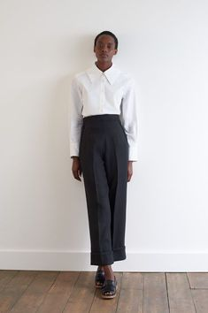 White Outfits, Trendy Outfits, Trendy Fashion, Fall Outfits, Church Outfits, Margaret Howell, Pastel Outfit, Black Linen, Black Leather