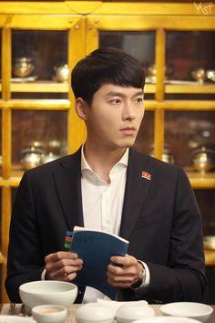 Go Behind-the-scenes of drama 'Crash Landing On You'! Hyun Bin, Drama Korea, Korean Drama, Asian Actors, Korean Actors, Kim Wo Bin, We Bare Bears Wallpapers, Chinese Movies, Kdrama Actors