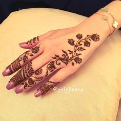 A New floral design for my sweet Client  #girlyhenna #Alain