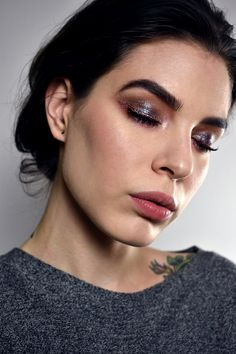 Isaw Katie Jane Hughes do an Instagram live where she applied metallic shadows with a wet brush,it really got me going soI immediately dugUrban Decay Moondust Palette outand grabbed aface mist. Here's the result! Face:• Anastasia Stick Foundation - Banana•Makiash Perfect Finish Loose Powder •NABLACosmetics Blossom Blush - Regal Mauve• Youngblood Lunar Dust - Twilight...