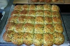 Homemade Garlic Bread from Chef Video Party Finger Foods, Snacks Für Party, Sandwich Bread Recipes, Pizza Recipes, Bread Cast, Bubble Bread, Homemade Garlic Bread, Bread Starter, Easy Bread