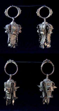 Indonesia ~ North Sumatra | 2 pairs of earrings ~ karadu kudung-kudung | Gilded silver | Karo Batak | 19th - early 20th century || POR