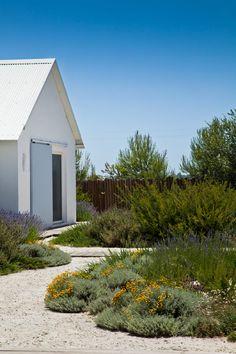 Inspiring Landscape Design by Topiaris Arquitectura Paisagista, Portugal Dry Garden, Gravel Garden, Pea Gravel, Garden Beds, Landscape Architecture, Landscape Design, Garden Design, Residential Landscaping, Backyard Landscaping