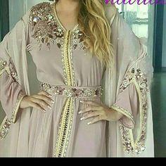 Arab Fashion, Indian Fashion Dresses, Pakistani Dresses, Fashion Outfits, Style Oriental, Oriental Fashion, Moroccan Caftan, Caftan Dress, Dress Cuts