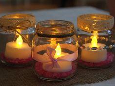 Tuikkukippoja koristehiekalla ja led kynttilällä n. 64kpl. Ledit olleet kerran käytössä, palamisaikaa siis vielä jäljellä.