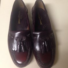 Johnston & Murphy Mens 9-1/2 leather dress shoe Johnston & Murphy Mens Leather Dress Shoe. Reddish Brown size 9-1/2. Like new only wore for 1 to 3 hours. Johnston & Murphy Shoes Flats & Loafers