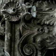 Ornatos dos Pilares Externos . Igreja São Luis Tolosa | SLP