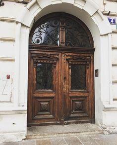 Sweet Looking Door In The Krakow Old Town #kiwiroamer #sightseeking #doors  #krakow