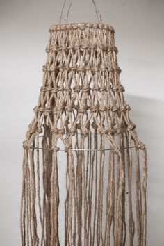 Diagnoosi:sisustusmania: Rysävalaisin teko-ohje kuvineen Rope Crafts, Diy And Crafts, Macrame Wall Hanging Patterns, Diy Chandelier, Lamp Shades, Weaving, Ceiling Lights, Crochet, Inspiration