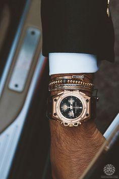 Gioielli Anil Arjandas e orologio Linde Werdelin - Accessories For Men - Luxury Men's Watches, Luxury Watches, Cool Watches, Watches For Men, Fashion Watches, Audemars Piguet, Bling, Patek Philippe, Well Dressed Men