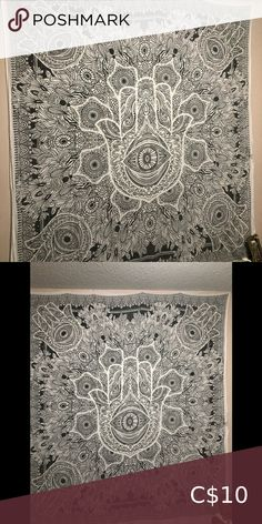 Hansa Hand Tapestry Super cute, smoke free home, like new Wall Art Tapestries Tree Of Life Tapestry, Boho Tapestry, Woven Wall Hanging, Tapestry Wall Hanging, Twenty One Pilots Flag, Hansa Hand, Mandela Tapestry, Jewelry Wall Hanger, Driftwood Jewelry