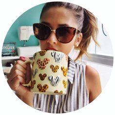 Caneca disney - óculos gatinho. Vídeo novo no canal e no blog  FAVORITOS ESPECIAL COMPRAS EM ORLANDO  Pra dar um gostinho já mostro dois produtos que aparecem no vídeo, essa caneca LINDA e esse óculos que não sai mais do meu rosto ❤️ Corre assistir! #youtuber #disneylover #favoritos #blogdemoda #instadaily