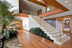 Escada em meia esquadria                                                       …