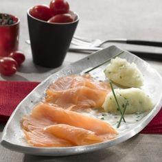 Emietté de pomme de terre à la ciboulette, Saumon Fumé et sauce mousseline au wasabi