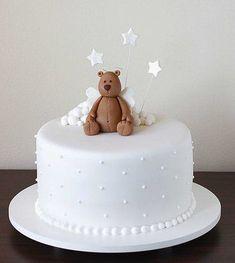 bolo de batizado simples com ursinho no topo