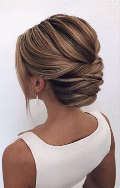 Wedding Dress Necklines, Necklines For Dresses, Bridal Hair Updo, Wedding Hair And Makeup, Bridal Makeup, Hair Makeup, Down Hairstyles, Easy Hairstyles, Hairstyle Ideas
