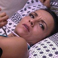 Ieda tenta se comunicar com Marinalva por meio de gestos e Vivian acha graça