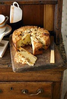Pear And Mincemeat Crumble Cake From: BBC Good Food, please visit Food Cakes, Fruit Cakes, Bbc Good Food Recipes, Cooking Recipes, Mincemeat Cake, Mince Meat, Mince Pies, Cookies Et Biscuits, Afternoon Tea