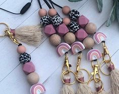 Beaded Lanyards, Sweet Peach, Trendy Accessories, Polymer Clay Beads, White Beads, Bead Crafts, Wooden Beads, Keychains, Teacher