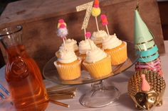 Adding pom poms to cupcakes can create a fun cupcake topper!  1) Description Of Item: This listing includes 5 pom pom cupcake toppers - all are