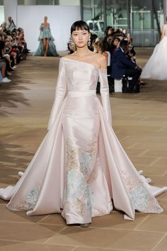 The stunning new bridal collection of Ines Di Santo, take a look at the fall 2019 wedding dresses by Ines Di Santo. Ballroom Wedding Dresses, Floral Wedding Gown, Pink Wedding Dresses, Wedding Dress Trends, Wedding Gowns, Marriage Dress, Minimalist Wedding Dresses, Bridal Fashion Week, Bridal Beauty