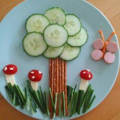 Salt sticks to tree with a cucumber crown - Obst - gericht Food Art For Kids, Cooking With Kids, Toddler Meals, Kids Meals, Cute Food, Good Food, Comida Diy, Creative Food Art, Food Garnishes
