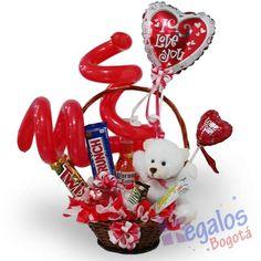 canasta con botanas - Buscar con Google Valentines Day Trivia, Valentines Ideas For Him, Valentines Day History, Valentines Sweets, Valentines Day Hearts, Valentine Decorations, Valentine Crafts, Day Date Ideas, Baby Presents