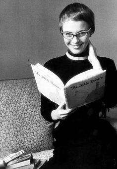 Jean Seberg wearing two-tone cat-eye frames which perfectly match her slender delicate face.