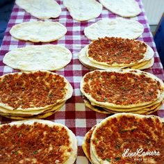 👉Hamuru 2 kilo un 1 litreden… Turkish Recipes, Ethnic Recipes, Palak Paneer, Baking, Breakfast, Pizza, Instagram, Istanbul, Food