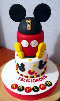 Tarta Mickey 2 pisos | De Perla's | Tartas fondant personalizadas en Málaga