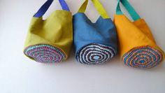No photo description available. Japanese Bag, Diy Purse, Craft Bags, Simple Bags, Fabric Bags, Nylon Bag, Little Bag, Cloth Bags, Bag Making