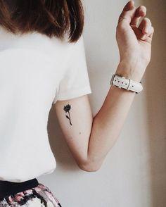 smal tattoo, tiny tattoo, floral, botanical,flower, peony, minimalist, minimalism, minimalistic, inked