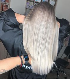 10 Snow White Hair Color Inspirations You Will Love - Hairfy Club Snow White Hair, Skin Undertones, White Blonde Hair, Hair Affair, Trendy Hairstyles, Color Trends, Hair Goals, Color Inspiration, Dyed Hair
