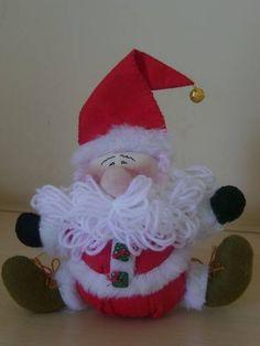 Papai Noel bolinha sentado