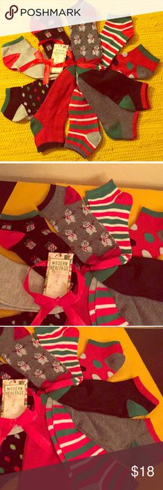 🆕 🎄Holiday Low Cut Socks Gift Set, 10PK🎄 🎄Cool Socks in All of the Vibrant Colors of Christmas! Authentic Modern Heritage Holiday Low Cut Socks Gift Set, 10 Pairs. Tweens/Teens/Women. Sizes 9-11. Multi-Colored Pack with a Red Bow attached. Gift Tag too. Main Colors are Green, Red, Grey, Black, & White. 97% Polyester/3% Spandex. Brand New. Excellent Condition. No Trades. See Additional Cool Holiday Listings in My Other Closet @marlanap4kids.🎄 Modern Heritage Accessories Hosiery & Socks