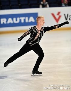 Adrian Schultheiss skating his short program at the 2012 Finlandia Trophy.