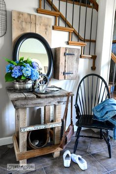 A gorgeous entryway table made from pallet wood!